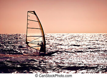 planchiste, sur, silhouette, coucher soleil, mer