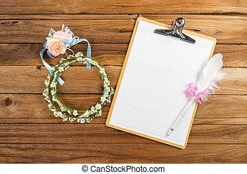 planification, rose, à côté de, attacher, stylo, presse-papiers, papier, bandeau
