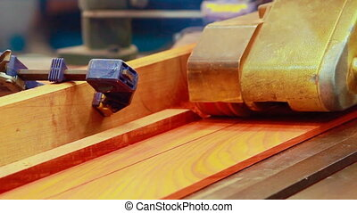 Planing machine wood.