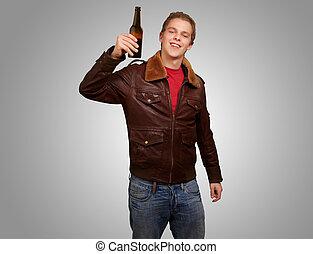 plano de fondo, joven, gris, cerveza, tenencia, retrato, hombre