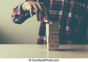 planowanie, ryzyko, i, strategia, w, handlowy, człowiek, rzutki, drewniany kloc