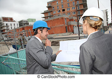 plans bâtiment, vérification, site, construction, ingénieurs