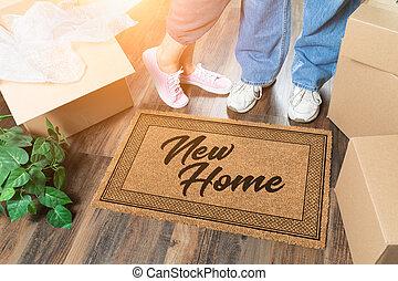 plant, vrouw, welkom, dozen, verhuizing, nieuw huis, mat, uitpakken, man