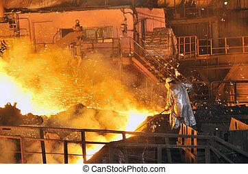 planta acero, trabajador, dentro