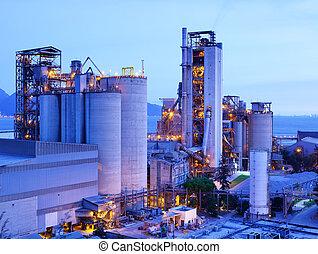planta industrial, en, anochecer