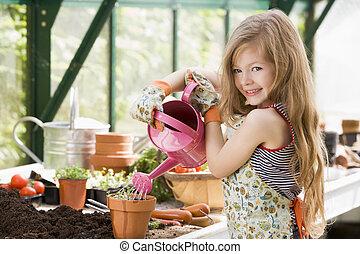 planta, menina, aguando, jovem, estufa, potted, sorrindo
