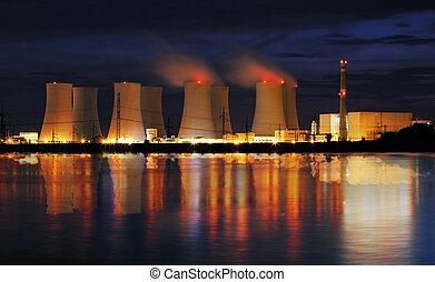 planta nuclear, reflexão, poder, noturna