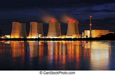 planta nuclear, reflexión, potencia, noche