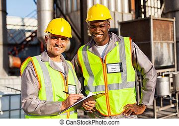 planta química, aceite, compañeros de trabajo