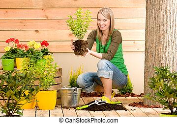 plantación, mujer, jardinería, terraza