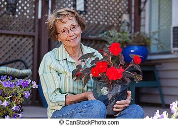 plante, personne âgée femme, tenue, potted