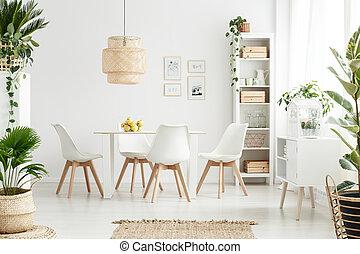 Planten, het dineren, wite kamer. Kamer, stoelen, het dineren, lamp ...
