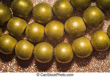 plaqué, or, hematite