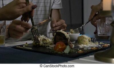 plaque, sien, viande, offrande, restaurant, dégustation, il, découpage, closeup, petite amie, homme
