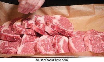 plaque, viande, meat., chef cuistot, métal, foyer., cru, sélectif, coupures, sombre, frais, table.