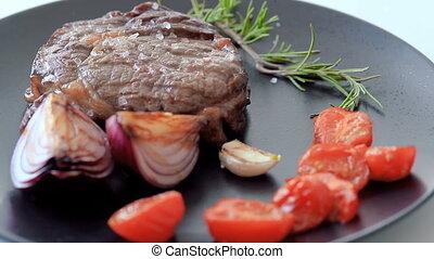plat, bifteck