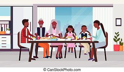 plat, multi, eten, ongeveer, gezin, zittende , generatie, grootouders, moderne, samen, maaltijd, amerikaan, ouders, afrikaan, interieur, tafel, horizontaal, vrolijke , kinderen, keuken