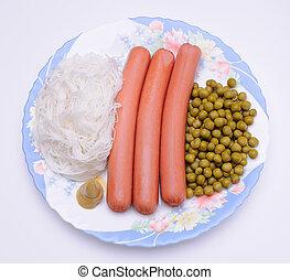 plat, saucisse, pois verts, nouilles