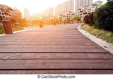 plataforma, al lado de, lago, con, ocaso, en el estacionamiento