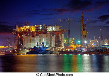 plataforma petrolera, por la noche