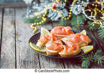 salmon fillet with bread