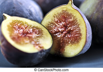 Plate of sliced figs - Closeup view of figs sliced in half ...