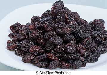 Plate with a pile of raisins