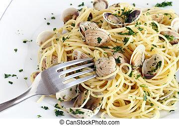 plato, almejas, espaguetis
