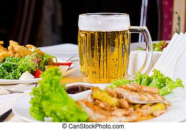 plats, nourriture, grande tasse, plaqué, bière, table