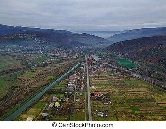 platteland, berg, hoog, voorstad, karpaty, gebied, dow, luchtopnames, dorp, op, hoogte, aanzicht, bovenzijde