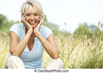platteland, verticaal, vrouw, middelbare leeftijd , zittende...