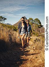 platteland, wandelaar, paar, samen, trekking