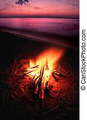 playa, campfire, en, superior de lago