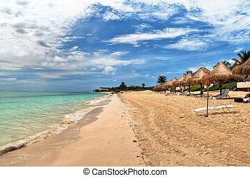 Hermosa playa en Playa del Carmen, Mexico