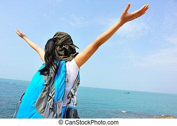 playa, mujer, abierto, brazos, aplausos