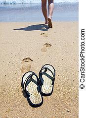 playa, niña, arena, océano, pantuflas, foco, afuera