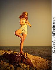 playa, ocaso, mujer, yoga
