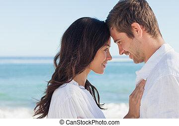 playa, pareja, atractivo, se abrazar