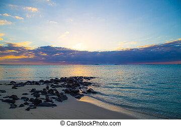 playa puesta sol, rocas