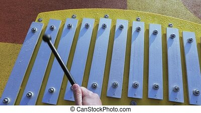 Playng on Glockenspiel - Playing on the metallophone in the ...