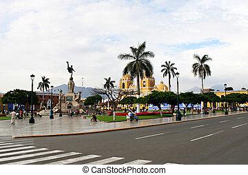 plaza de armas, -, trujillo, ペルー