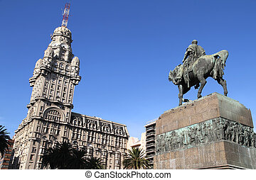 Plaza Independencia in Montevideo - The Plaza independencia...