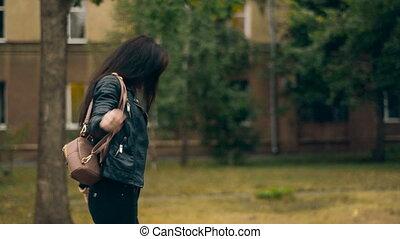 plecak, młody, radosny, czarnoskóry, przechadzki, dziewczyna, brzeg