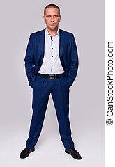 pleno retrato comprimento, de, um, sério, homem negócios