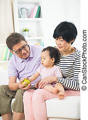 pleurer, daugther, grands parents, asiatique