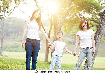 plezier, hebben, aziatische familie, buitenshuis