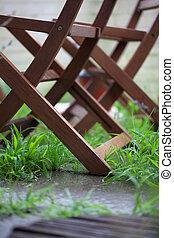 plier, jardin, bois, chaises, herbe verte