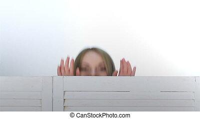 plier, regard, écran, filles, trois, derrière, dehors