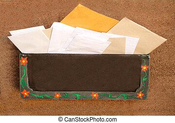 plný, schránka na dopisy