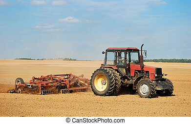 ploghing, traktor